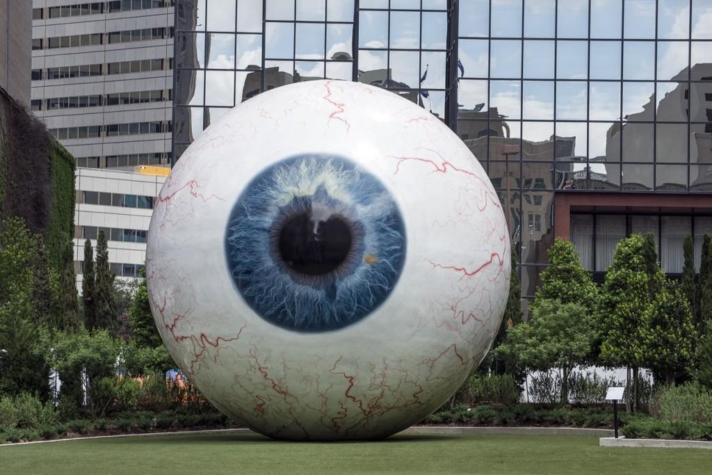 giant-eyeball-555793_1280