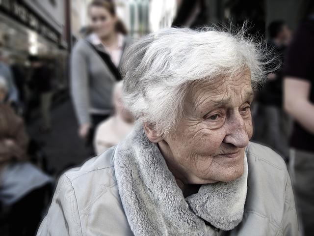 méditation personnes âgées solitude