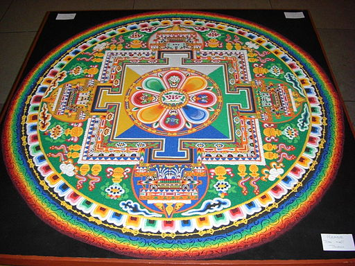 Mandala de sable créé à la Chambre des communes du Royaume-Uni à l'occasion de la visite du Dalaï Lama mai 2008 By The original uploader was Colonel Warden at English Wikipedia
