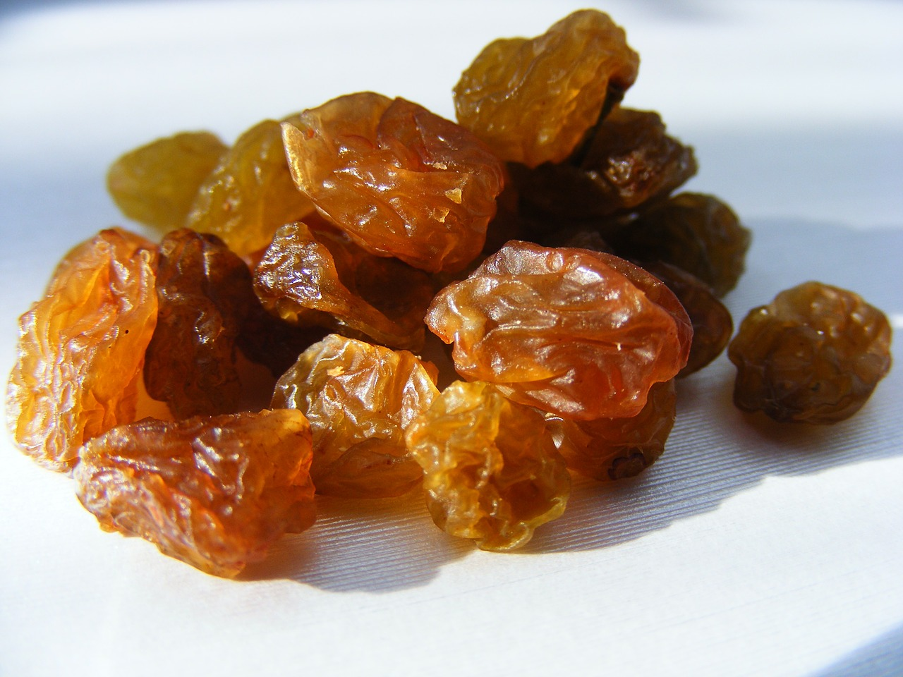 raisins-88532_1280