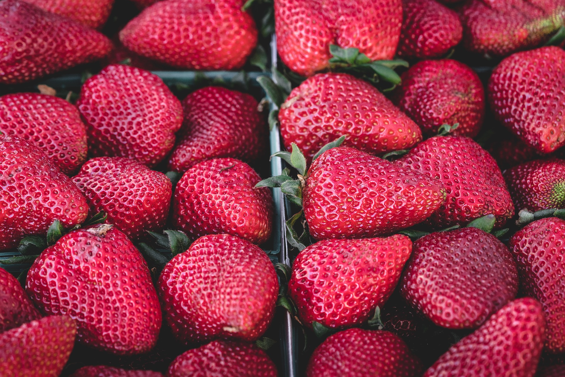 strawberries-1326148_1920