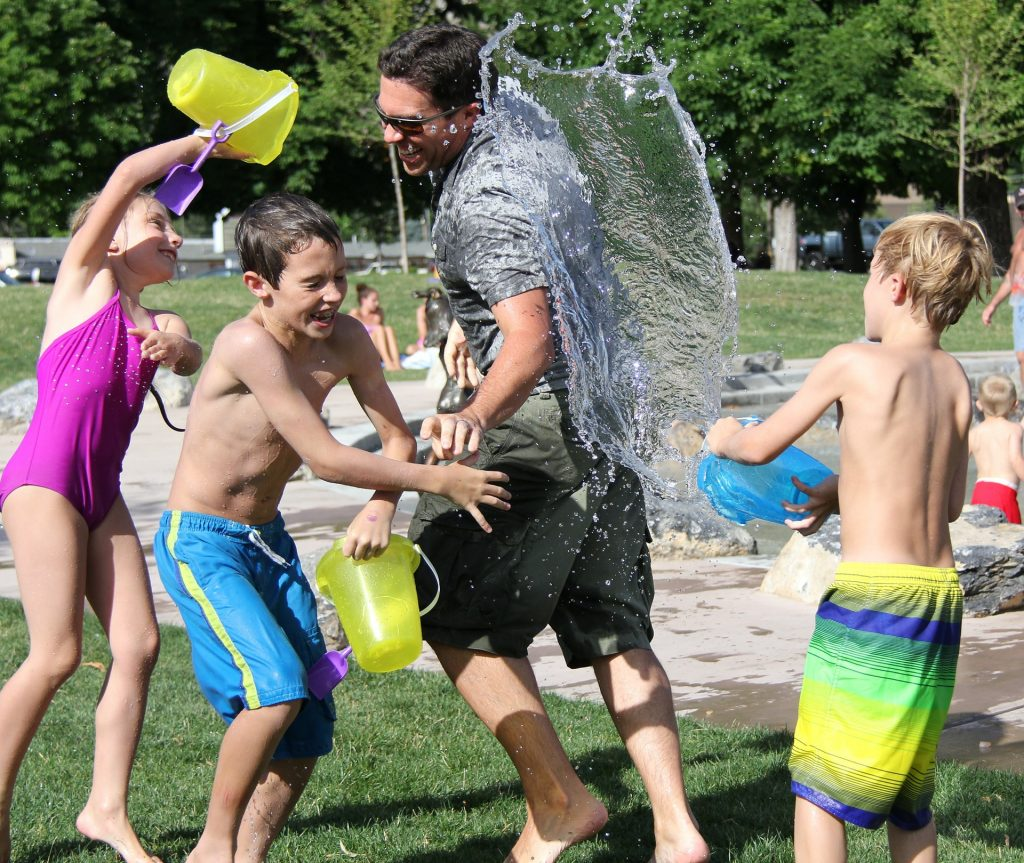 water-fight-442257_1920-2